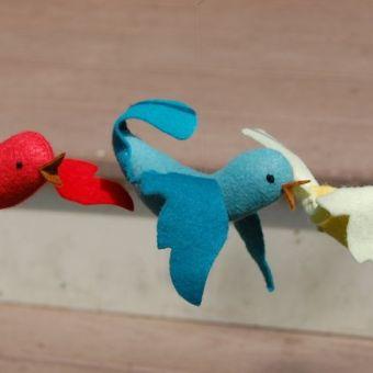 Felt Bird Ornaments Are Addictive!