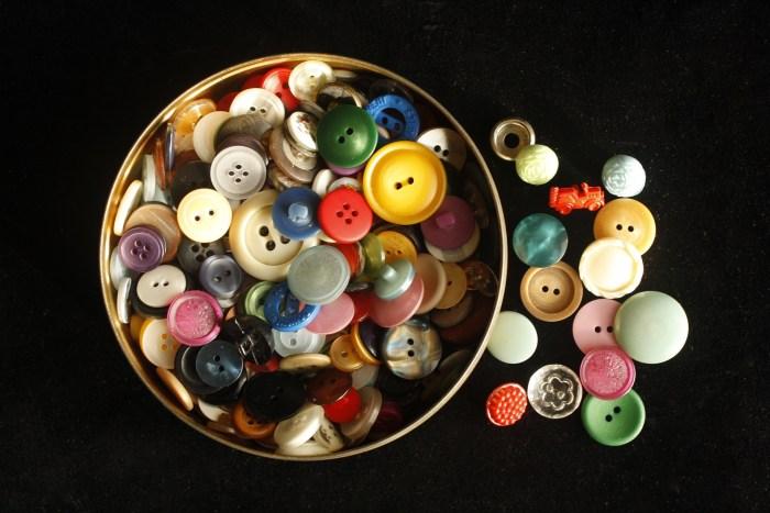 button tin