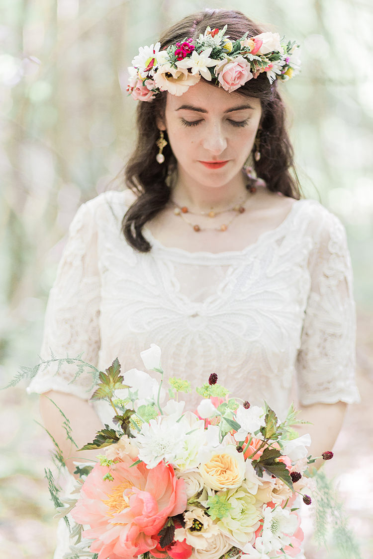 Coral Peony Bouquet Rose Blush Cream Flowers Bride Bridal Indie Hand Made Outdoor Woodland Wedding http://www.ilariapetrucci.co.uk/