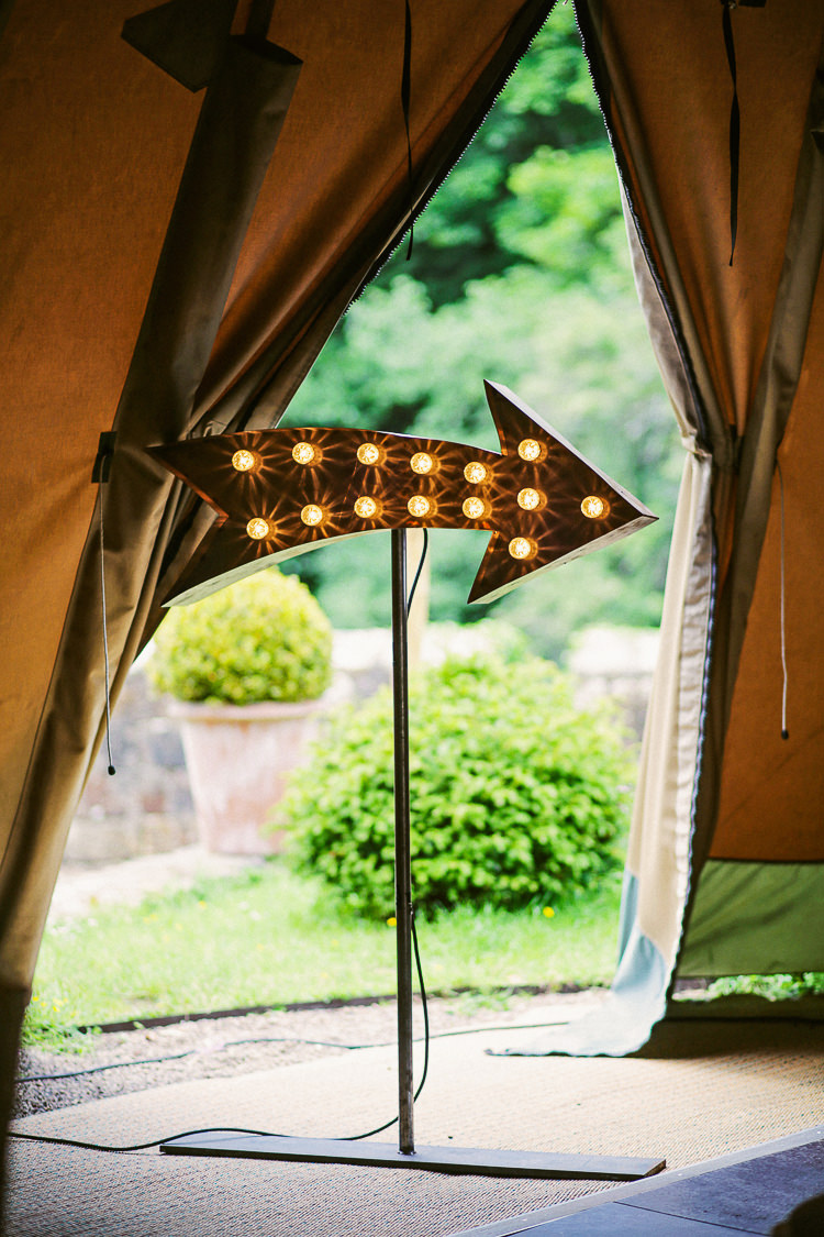 Arrow Light Sign Rustic Laid Back Tipi Wedding http://helenrussellphotography.co.uk/