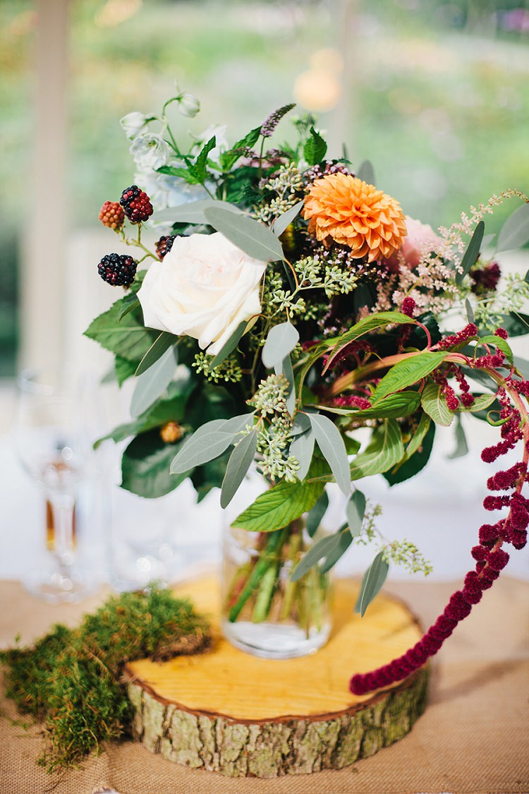 Log Slice Flowers Centrepiece Tables Berries Dahlia Autumn Moss Rustic Woodland Floral Wedding http://kellyjphotography.co.uk/