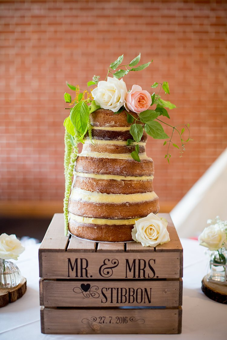 Naked Cake Layer Victoria Sponge Crate Flowers Romantic Summer Country Blush Wedding http://katherineashdown.co.uk/
