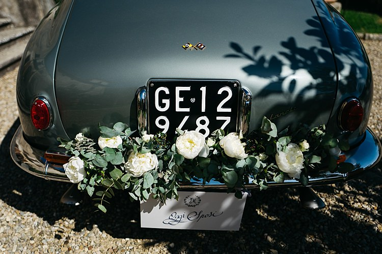 Vintage Grey Car White Roses Greenery Decoration Rustic Chic Greenery Wedding Ideas in Tuscany http://www.tastino0.it/