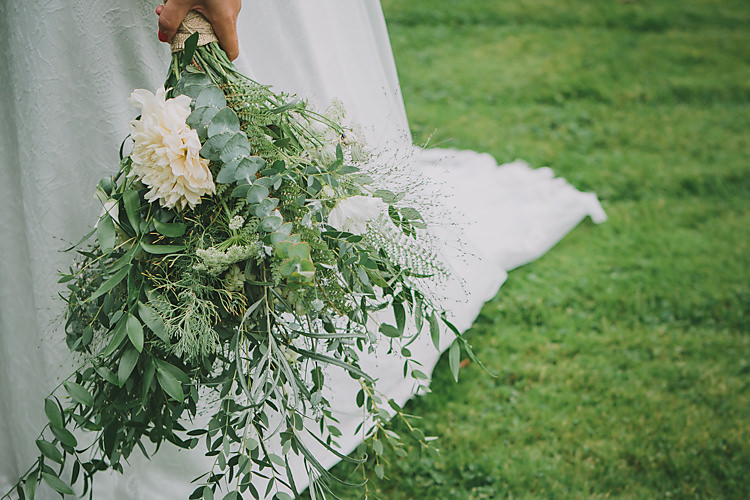 Wild Natural Bouquet Flowers Bride Bridal Foliage Lovely Greenery Farm Tipi Wedding http://www.victoriasomersethowphotography.co.uk/