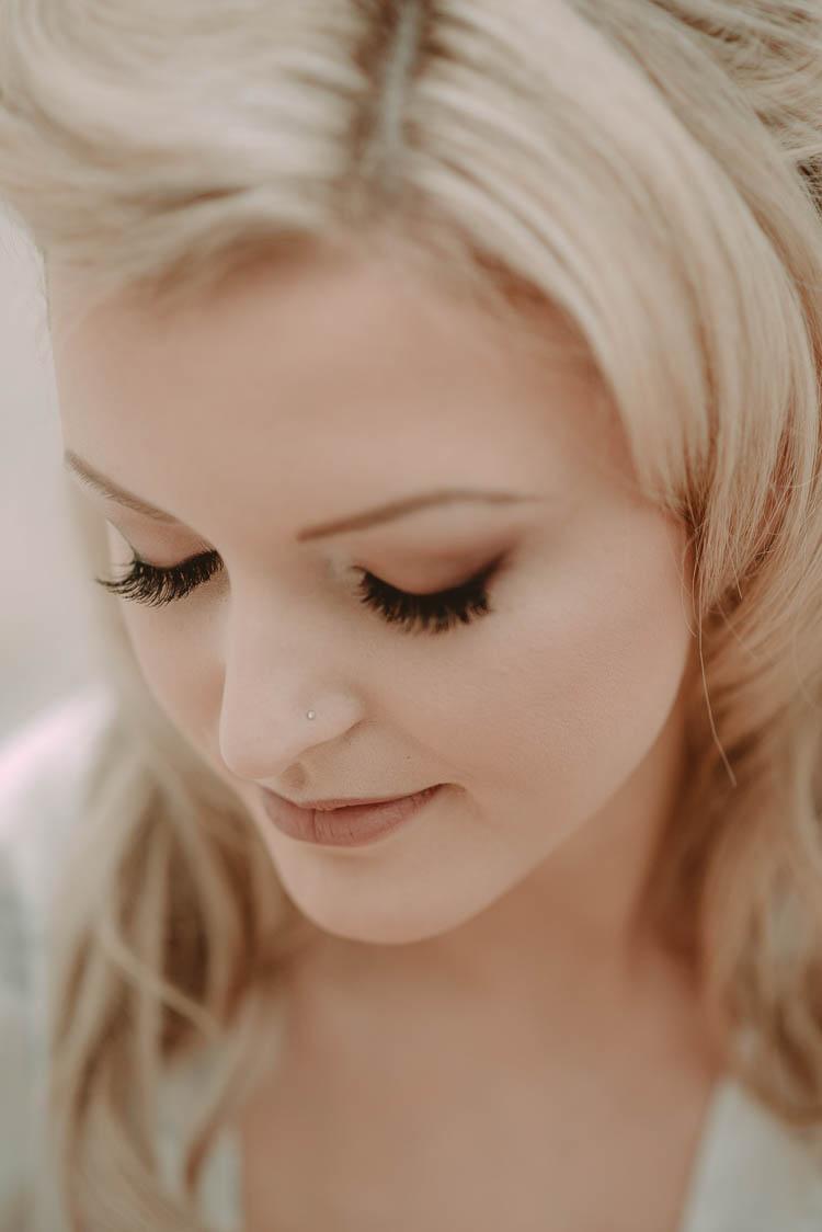 Make Up Bride Bridal Beauty Shadow Eye Lashes Whimsical Modern Rustic Barn Wedding http://photomagician.co.uk/
