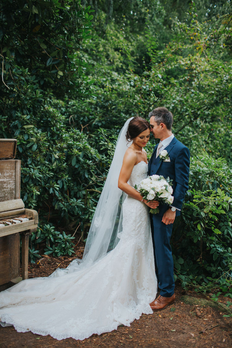 Chic Romantic Florals Candlelight Wedding http://lisawebbphotography.co.uk/