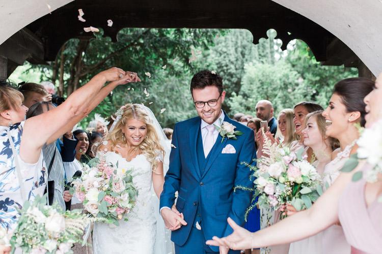 Confetti Throw Simple Natural Honest Marquee Wedding https://www.gemmagiorgio.com/