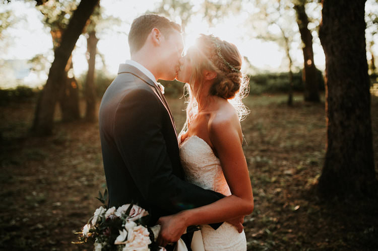 Outdoor Rustic Boho Forest Natural Sweetheart Bride Groom Kiss Sunlight | Organic Earthy Fun Wedding Oklahoma http://zaynewilliams.com/