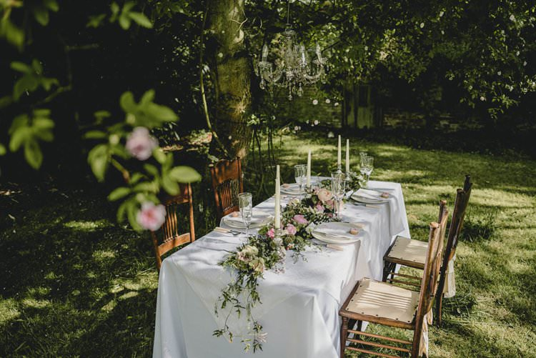 Outdoor Tablescape Table Decor Romantic Luxe Wedding Ideas in the Country http://benjaminmathers.co.uk/