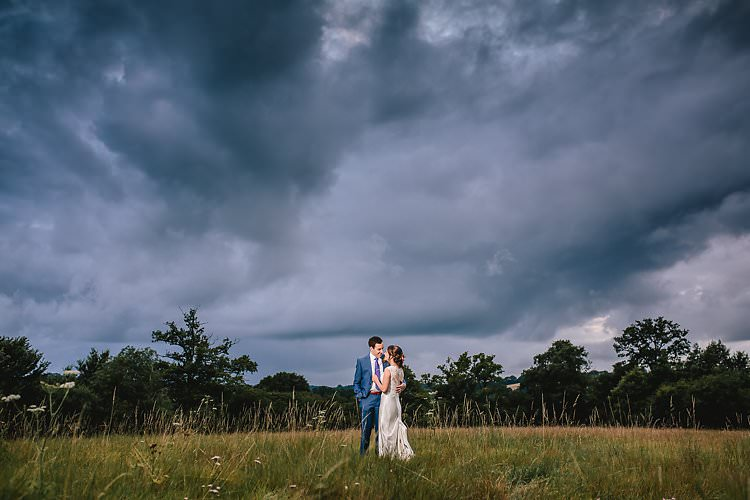 Tropical Countryside Tipi Wedding https://parkershots.com/