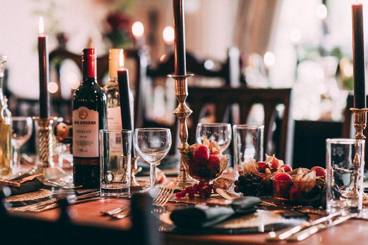 Dark Black Candles Gold Candlesticks Berries Table Setting Opulent Eccentric Berry Gold Wedding https://mattaustinimages.co.uk/
