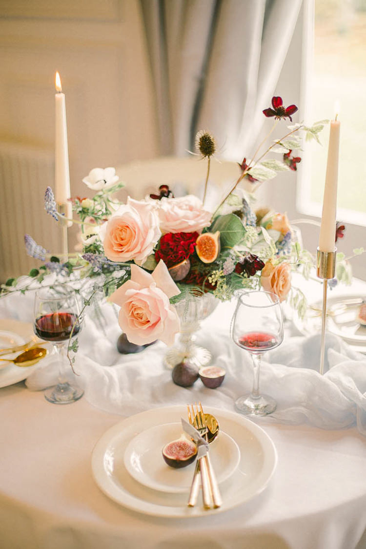Flowers Tablescape Blush Peach Red Beautiful Fine Art Country House Wedding Ideas https://www.theblushingpeony.co.uk/
