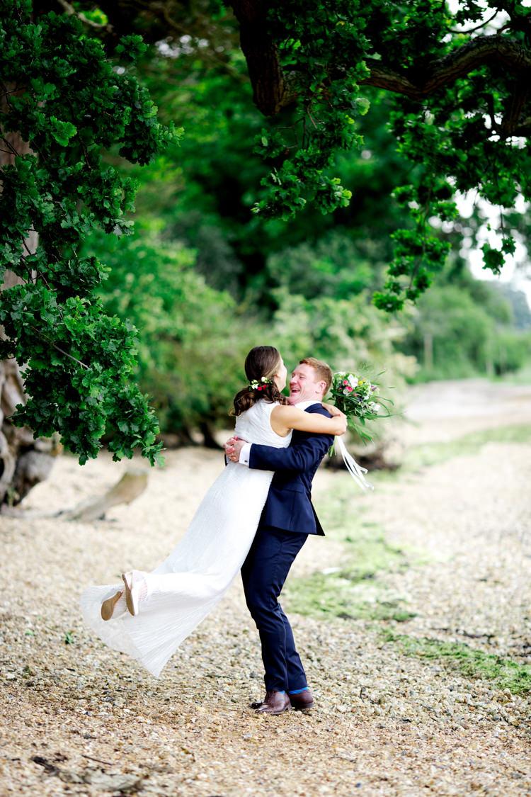 Modern Simple Colourful Garden Wedding http://www.helencawte.com/