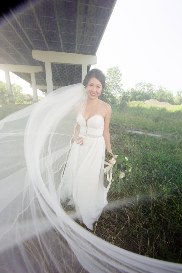 Bride Veil Shot Camera Photo Greenery White Bouquet | Black Tie Carnival Wedding Hot Air Balloon http://www.makingthemoment.com/