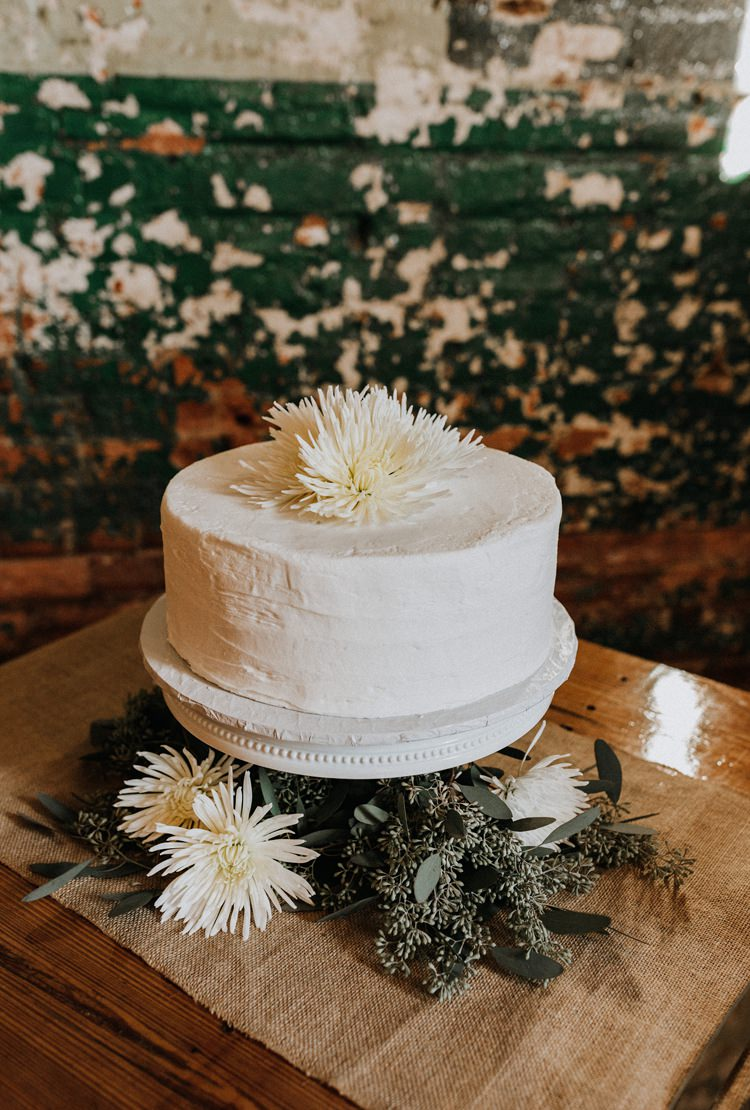 City Urban Georgia Engine Room Exposed Bricks White Greenery Fresh Flower Simple Natural Cake | Bohemian Industrial Oxblood Wedding https://www.lunaleephotos.com/
