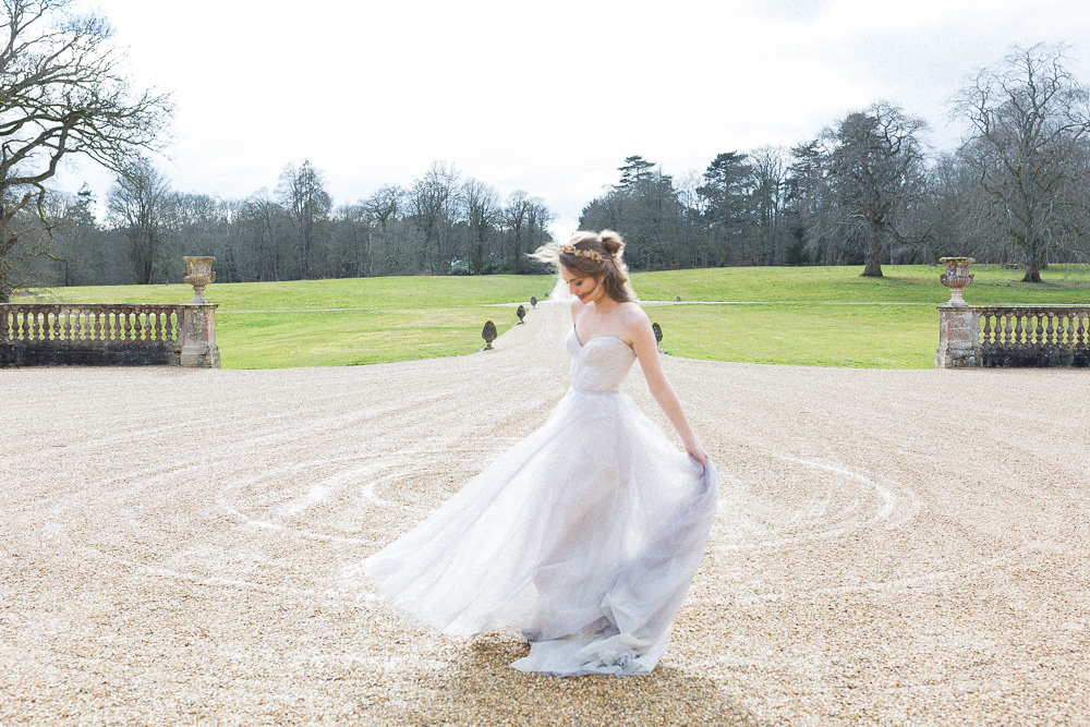 Modern Ballet Inspired Editorial Fine Art Somerley House Bride Lilac Dress Naomi Neoh Gardens | Romantic Soft Wedding Ideas Siobhan H Photography