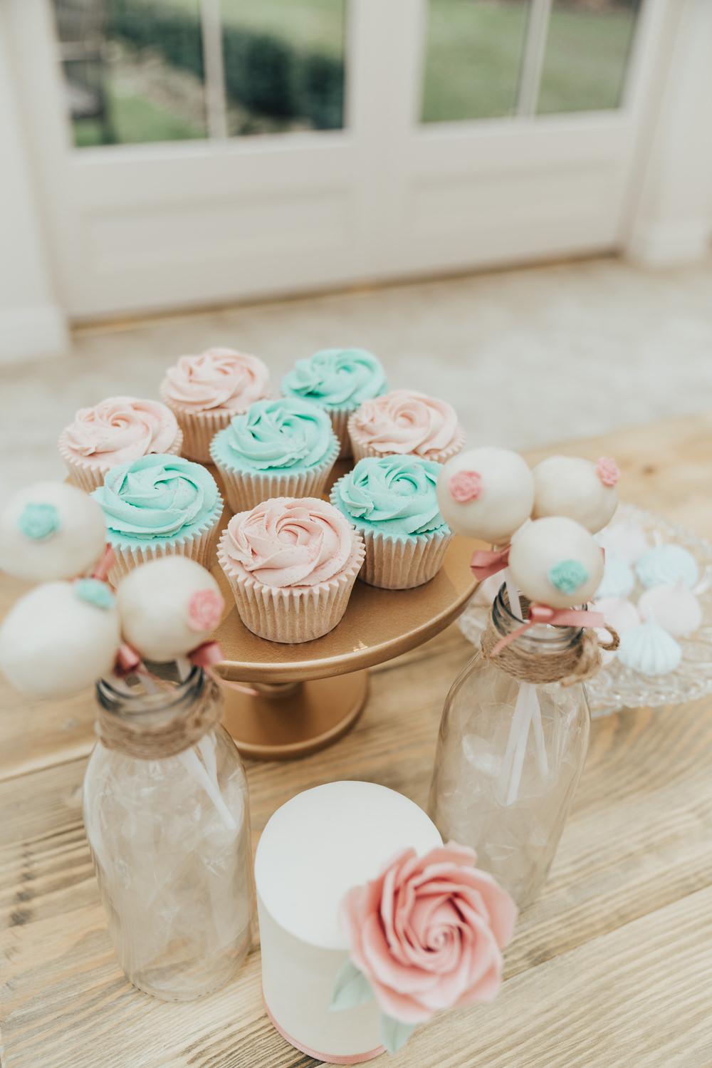Cupcakes Hoop Wedding Ideas Rebecca Carpenter Photography