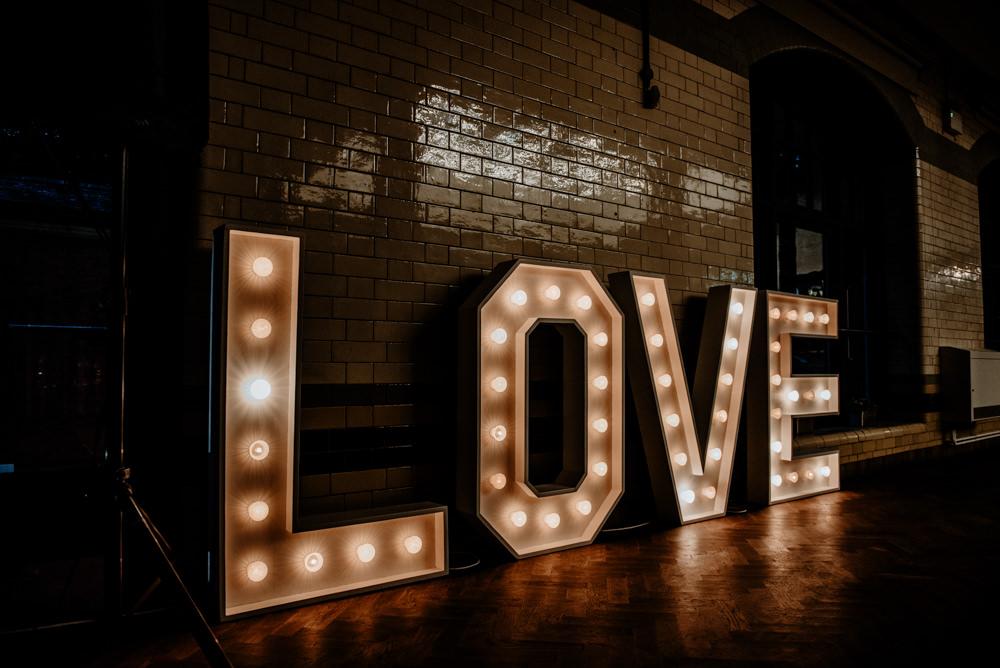 LOVE Letter Lights Indie Autumn Wedding Kazooieloki Photography
