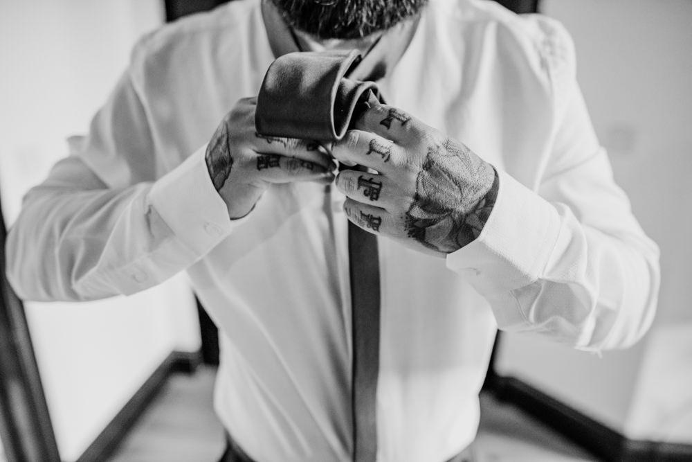 Groom Tattoos Indie Autumn Wedding Kazooieloki Photography