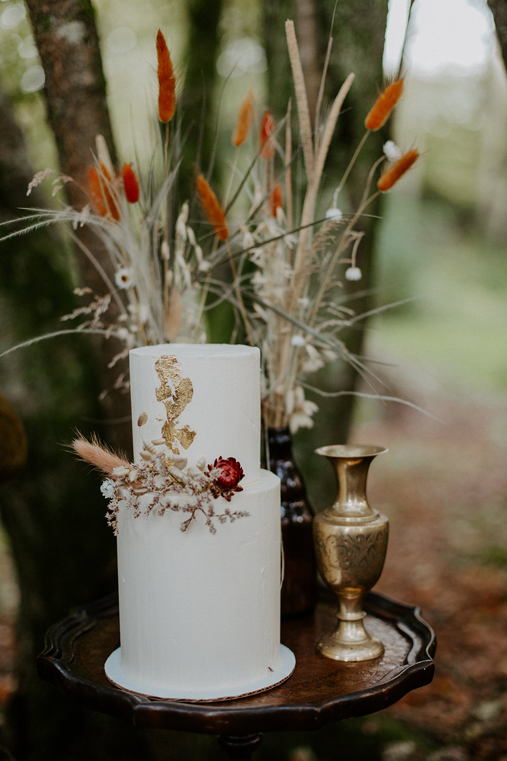 Iced Cakes Flowers Grasses Pampas Grass Gold Leaf Boho Wedding Ideas The Enlight Project