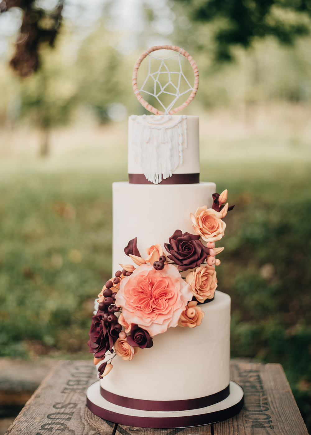 Iced Cake Sugar Flowers Dream Catcher Macrame Burgundy Orange Eco Friendly Wedding Inspiration Sarah Jayne Photography