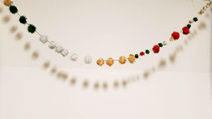 DIY Christmas pompom garland