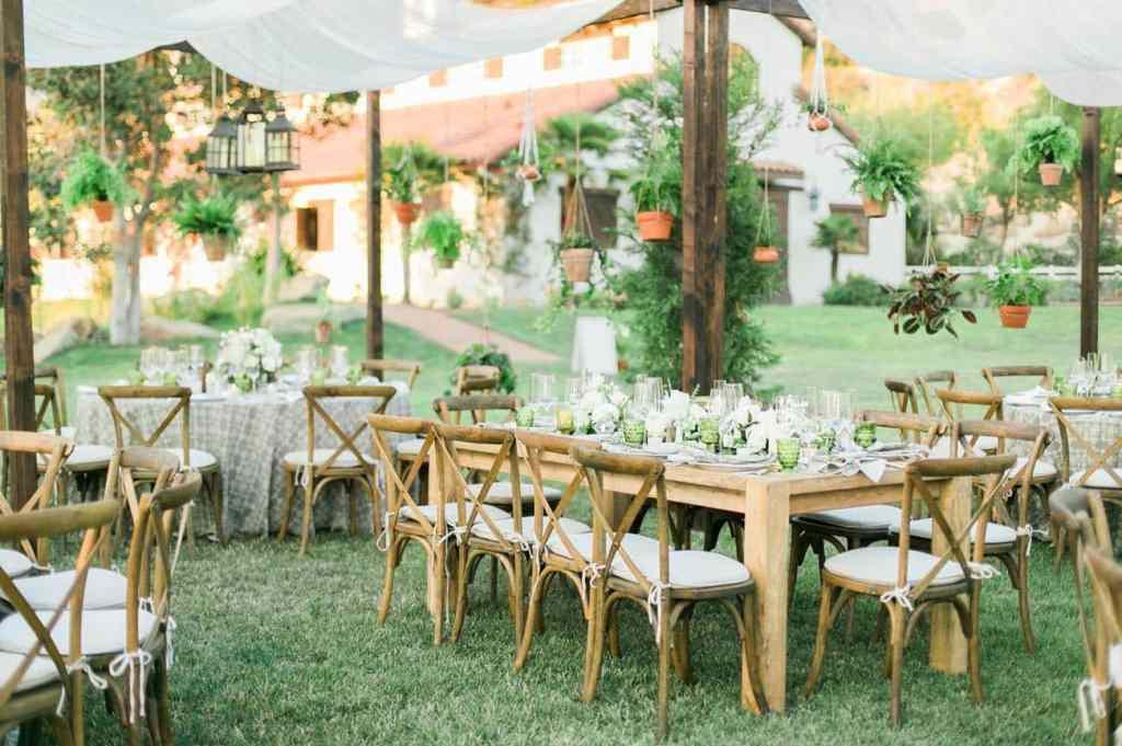 Wedding Wednesday: Furniture Rentals