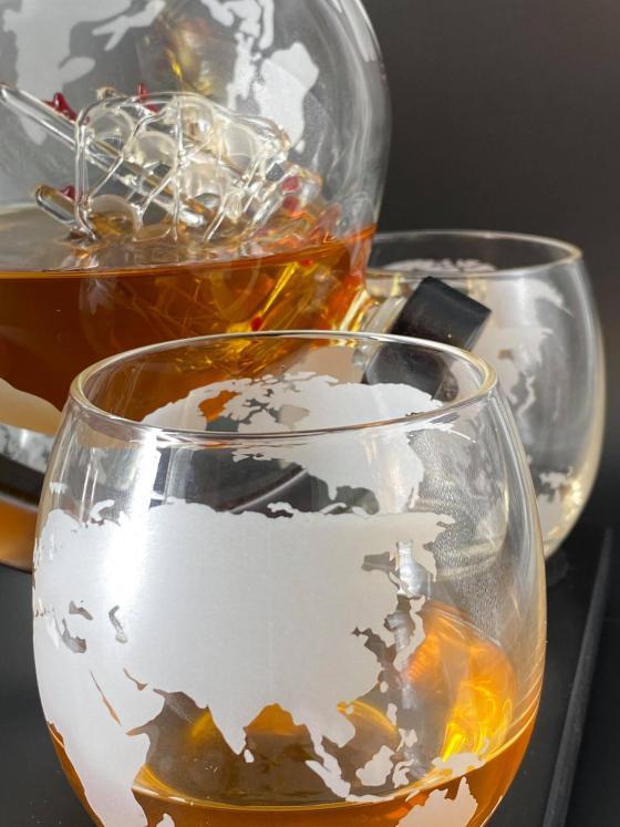 Whiskeykaraff Globe - Jordglob med 4st glas