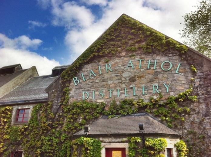 Der Eingang zur Destillerie Blair Athol. Alle Bildrechte bei Alexander Kohn.