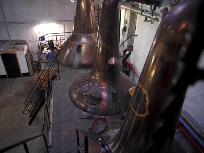 Die Stills der Destillerie Springbank in der Region Campbeltown, auf der Kintyre-Halbinsel. Foto von Peter Currie, Springbank Distillery
