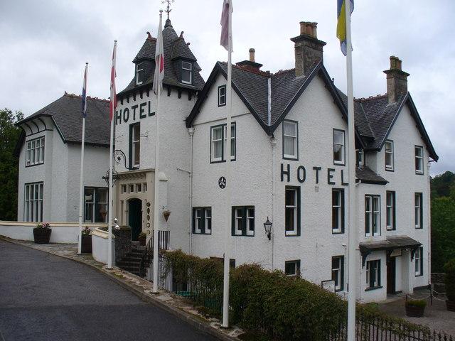 Das Craigellachie Hotel - in ihm findet man eine ausgezeichnete Whisky-Bar. Bild: Colin Smith [CC BY-SA 2.0], via Wikimedia Commons