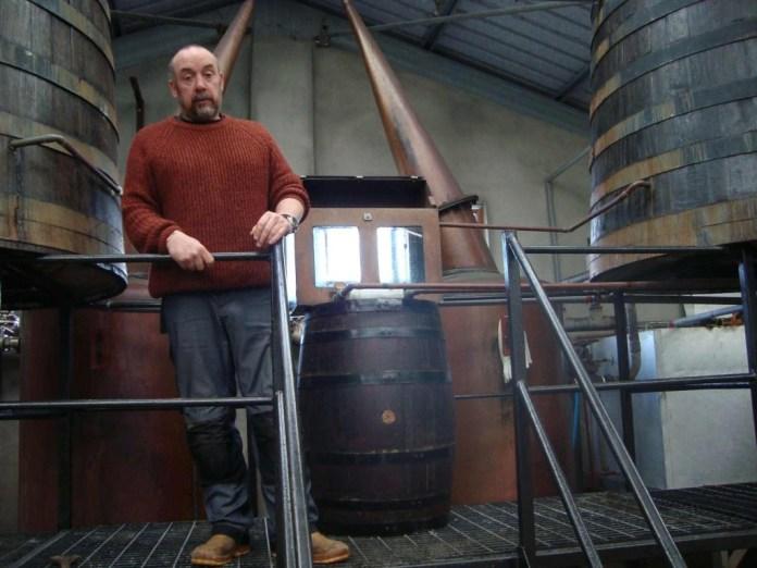 Marc Tayburn in seiner Abhainn Dearg Distillery auf Lewis