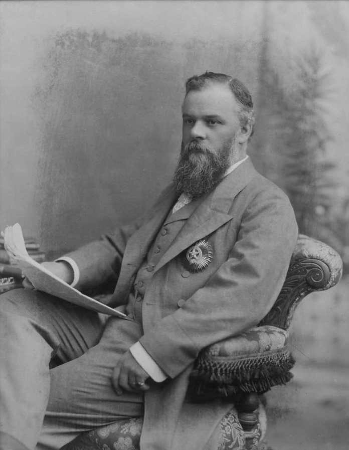 """Portrait des Victor Bruce, 9th Earl of Elgin and 13th Earl of Kincardine, Viceroy and Governor General of India, den Orden """"he Star of India tragend"""". Bild: Bourne and Shepherd Studio, Calcutta, 1894. (Copyright: Broomhall Home Farm Partnership)"""