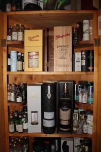 Die private Whiskysammlung will nicht nur richtig gelagert, sondern auch schön präsentiert werden (Foto: Privatsammlung Christian Spatt)
