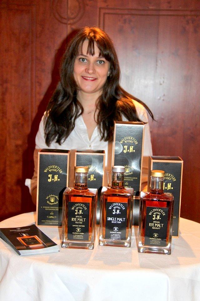 ... Jasmin Haider von der Whiskydestillerie J. Haider in Roggenreith.