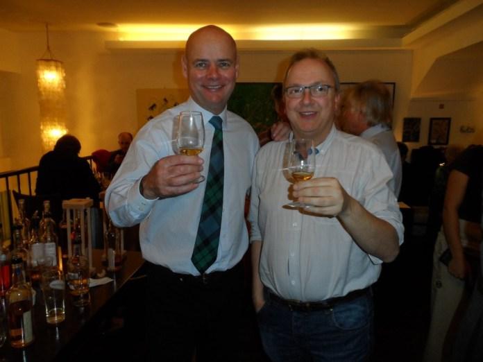 Kenny MacKay vom Scottish Liqueur Centre und Whiskyexperts-Redakteur Bernhard Rems