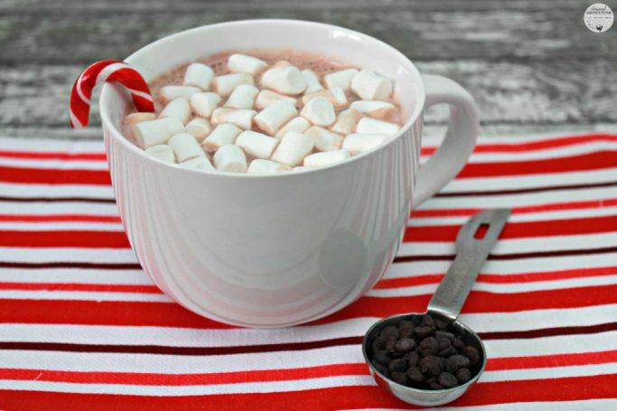 Mint Hot Chocolate in a mug, showing the gift you give when you use the printables.