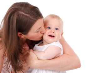 6 Tips and Essential Products to Help New Moms Cope with Motherhood! #tips