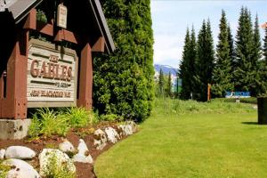 Gables 3 Bedroom 150 metres to lifts & Whistler Village Pictures