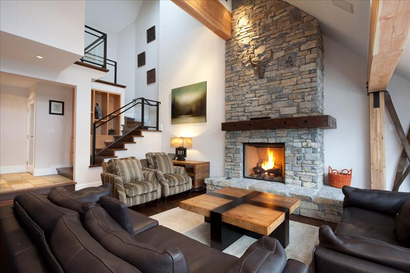 Luxury Accommodation Whistler Pinnacle Ridge 1-877-887-5422 Pictures