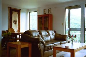 Pictures of Creekside 2 bedroom & den -great view, walk to ski slope