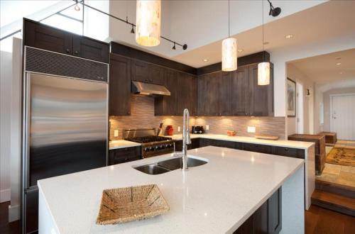 Whistler Luxury Accommodation Whistler Pinnacle Ridge 1-877-887-5422 Photo 3