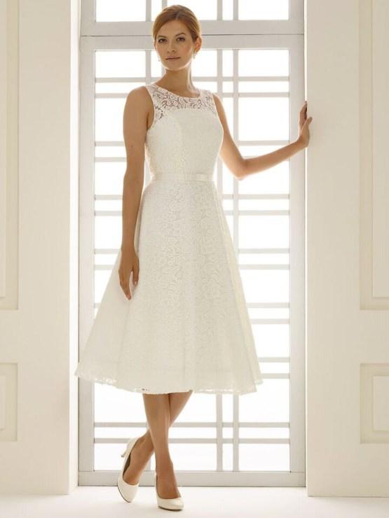 Robe de mariée courte en dentelle rebrodée
