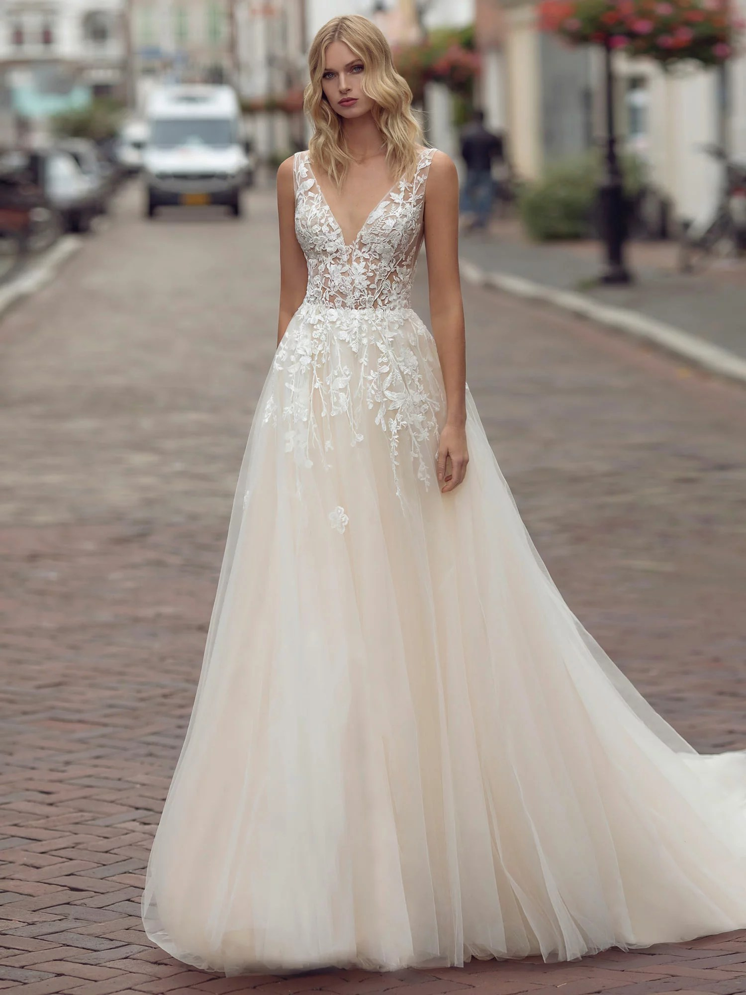 Robes de mariée princesse, volume - White