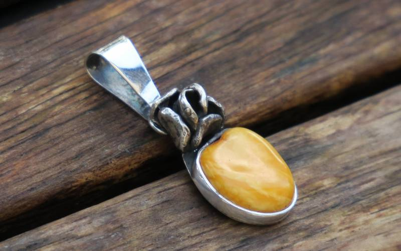 Silver Amber Pendant 1