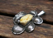 Silver Amber Flower Pendant Necklace 3