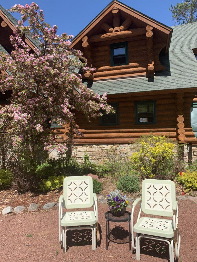 Summer-Garden-Log-Cabin