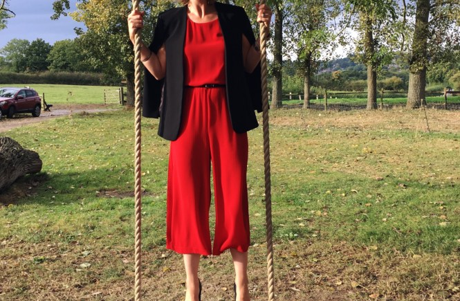 How to wear red jumpsuit