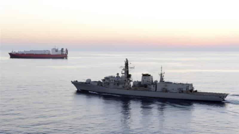 """อิหร่านโวยอังกฤษแสดงตนเป็น """"ศัตรู"""" หลังส่งเรือรบเข้าอ่าว"""