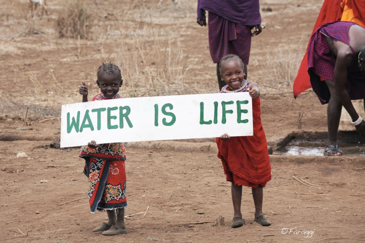 https://i2.wp.com/whitefeatherfoundation.com/wp-content/uploads/2014/02/Water-is-Life-White-Feather-Foundation-Clean-Water-Campaign-1170x780.jpg?resize=750%2C500&ssl=1